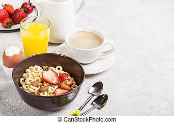 Whole grain rings cheerios, coffee, orange juice and egg. Balanced traditional breakfast.