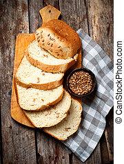 Whole Wheat Sunflower Honey Oatmeal Bread. .style rustic