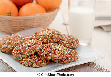 Wholegrain cookies, milk and fruits