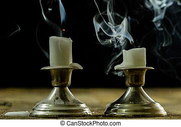wick., bougies, soufflé, bougeoirs, arrière-plan., fumée noire, mèche, fumé, argent