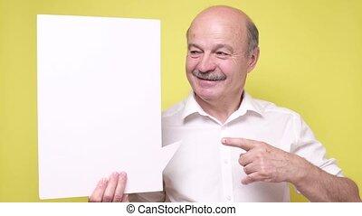 widać, człowiek, coś, senior, copyspace, uśmiechanie się, ...