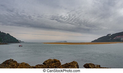 Timelapse of Urdaibai bay on low tide - Wide angle Timelapse...