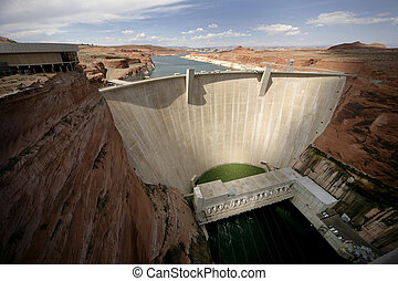 wide angle view of the glen canyon dam