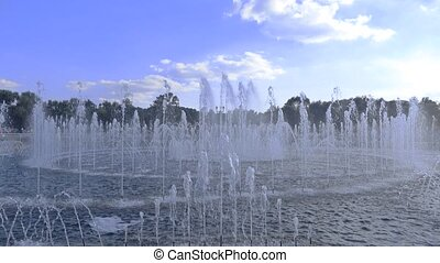 Wide lens 4K video of big park fountain - Wide lens 4K video...