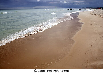 Wide shoreline - All is calm in this part of the beach but ...