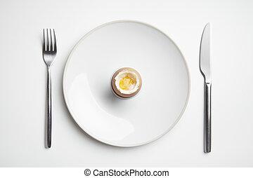 widelec, płyta, urżnięte jajko, nóż