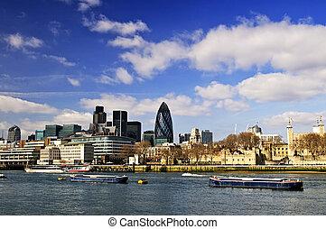 wieża londyna, sylwetka na tle nieba