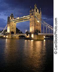 wieża most, przez, noc