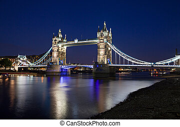 wieża most, w nocy