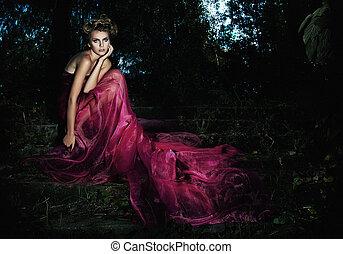 wieczorny, serene., posiedzenie, sceniczny, -, długi, strój, fotografie, las, seria, wróżka, kuszący, schody, dziewczyna