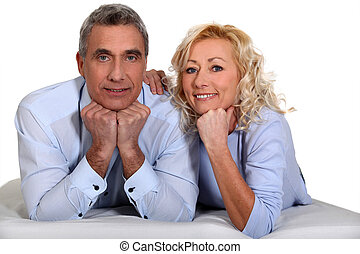 wiek średni, para, kładąc, razem