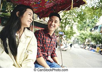 wijze, paar, vervoeren, vietnamees, het reizen, vrolijk