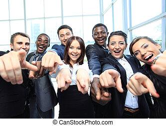 wijzende, zakenlui, jonge, verticaal, u, opgewekte