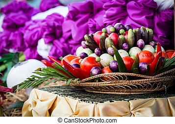 wiklinowy kosz, warzywa