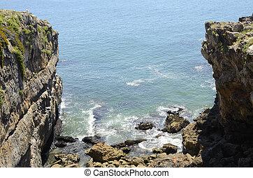 Wild cliff in Cascais