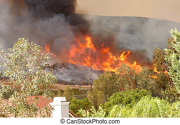 Wildfire 5 - California Wildfire approaching Houses taken 2 ...