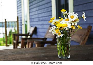 wildflowers, blumengebinde, an, hütte