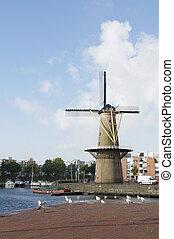 Wildmill Delfshaven - Historic windmill De Distilleerketel...