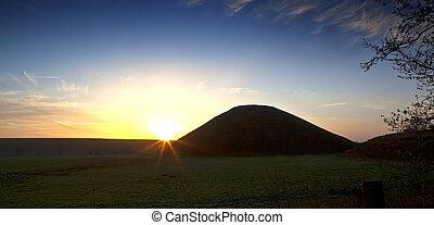 wiltshire, inglaterra, avebury, colina, silbury, salida del ...