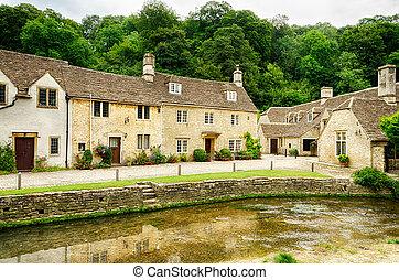 wiltshire, inglaterra, castillo, por, aldea, canal, combe