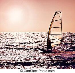 windsurfer, op, silhouette, ondergaande zon , zee