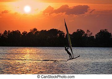 windsurfista, durante, ocaso