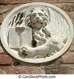 wingwd lion