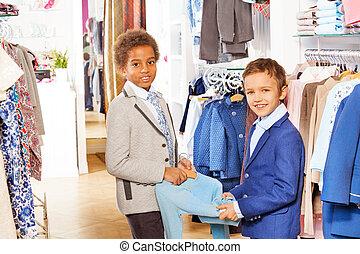 winkel, jongens, twee, kostuums, artikel, houden, kleding