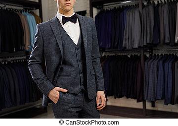 winkel, vest, classieke, jonge, tegen, kostuums, man, roeien