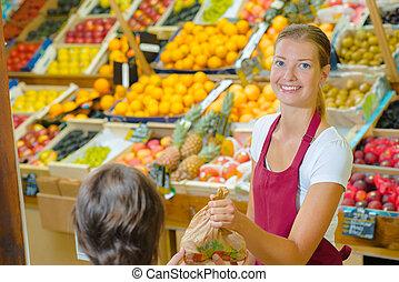 winkelbediende, portie, klant, in, kruideniers
