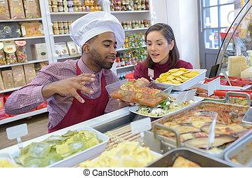 winkelier, klant, bakkerij, gebakje, geeft