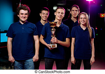 Winning in cybersports competition