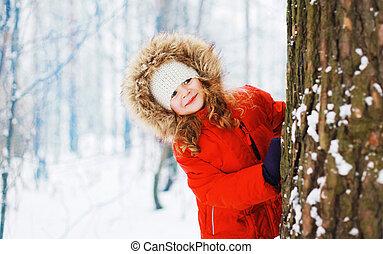winter, besneeuwd, buitenshuis, sneeuwbal, bos, kind, plezier, hebben