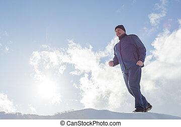 winter., ensoleillé, jogging, personnes agées, neige, courant, travers, jour, homme