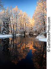 winter- fluß, goldener sonnenuntergang
