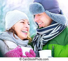 winter, koppeel vakantie, warme, outdoors., dranken, vrolijke