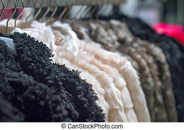 winter mantel, hängen, der, gestell, in, der, kaufmannsladen