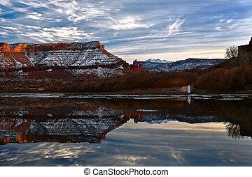 winter., reflexión, mesa, río, su, rojo, colorado