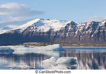 Winter snow covered mountain over Jakulsarlon lagoon