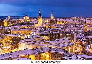 winternacht, luftaufnahmen, szenerie, von, tallinn, estland