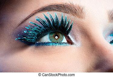 Wintry Creative Eye Makeup