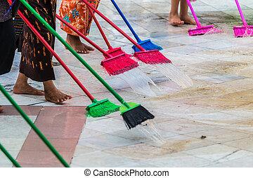 Wischen zimmer putzen leiter mop putzen hintergrund for Boden putzen