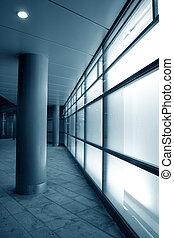 witte , glas, facade