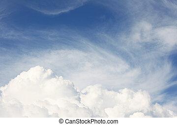 witte , pluizig, wolken, tegen, de, blauwe hemel