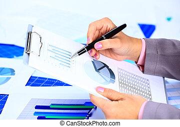 wizerunek, od, samicza ręka, spoinowanie, handlowy dokument, podczas, dyskusja, na, spotkanie