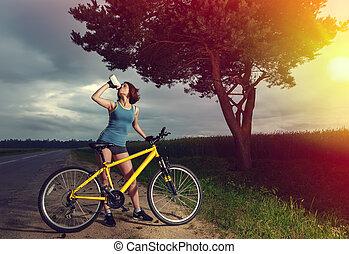 woda, dziewczyna, rower, lekkoatletyka, bottle., picie, piękny