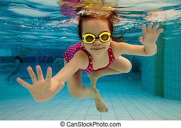 woda, kałuża, pod, dziewczyna, uśmiecha się, pływacki