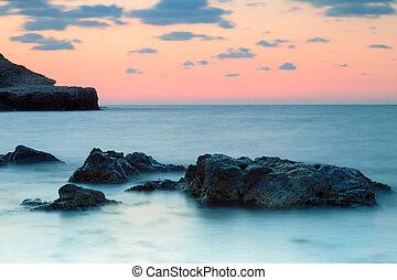 woda, mglisty, wybrzeże, zachód słońca