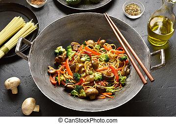 wok, mescol-friggere, verdura, tagliatelle, udon
