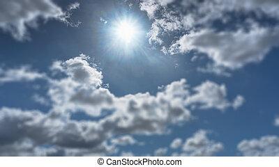 wolke, in, der, himmelsgewölbe, auf, a, blauer hintergrund